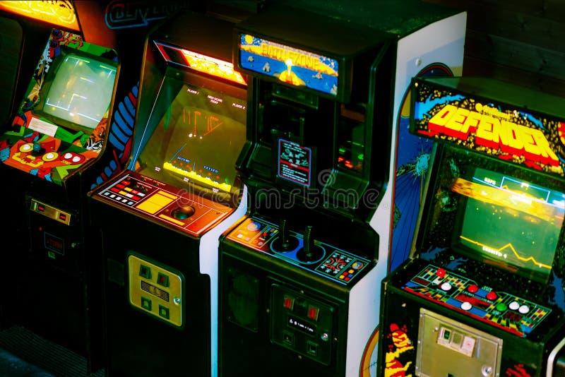 PRAAG - TSJECHISCHE REPUBLIEK, 5 Augustus, 2017 - Detail op jaren '90era Oud Arcade Video Games stock afbeelding