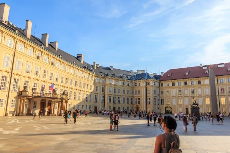 Praag, Tsjechische Republiek - 16 Augustus, 2018: Het Kasteeladminist van Praag royalty-vrije stock afbeelding