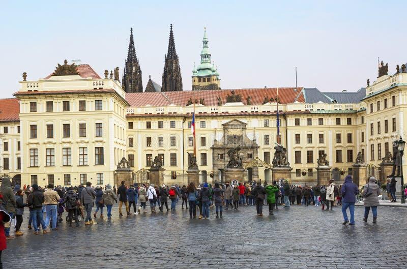 Praag, Tsjechische Republiek, Hradcany-vierkant De Centrale poort van het Hradcany-Kasteel royalty-vrije stock fotografie
