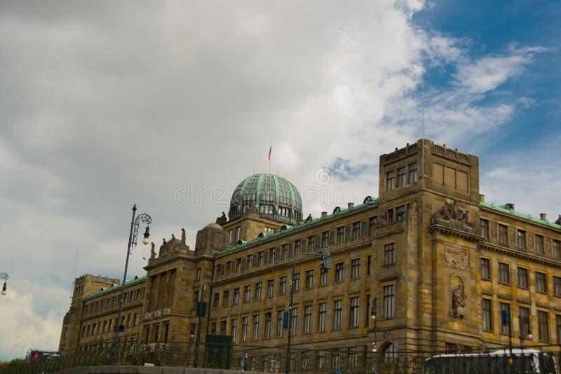 Praag, Tsjechische Republiek: Koepel van het Ministerie van de Industrie en Handel van het Gebouw van de Tsjechische Republiek me stock afbeelding
