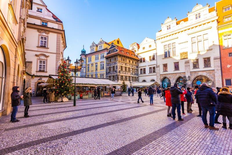 Praag, Tsjechische Republiek - 1 12 2018: Oude namesti van de stads vierkante Staromestske van Praag in Tsjech spreekt dichtbij d royalty-vrije stock afbeeldingen