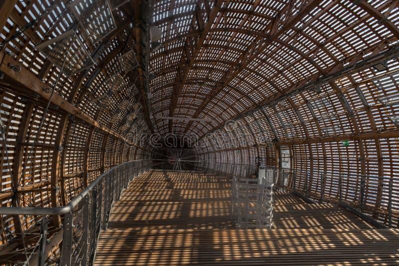 Praag, Tsjechische Republiek - 10 September, 2019: DOX, de Galerij van Praag van eigentijdse kunst, binnenlands van Guliver-lucht stock foto's