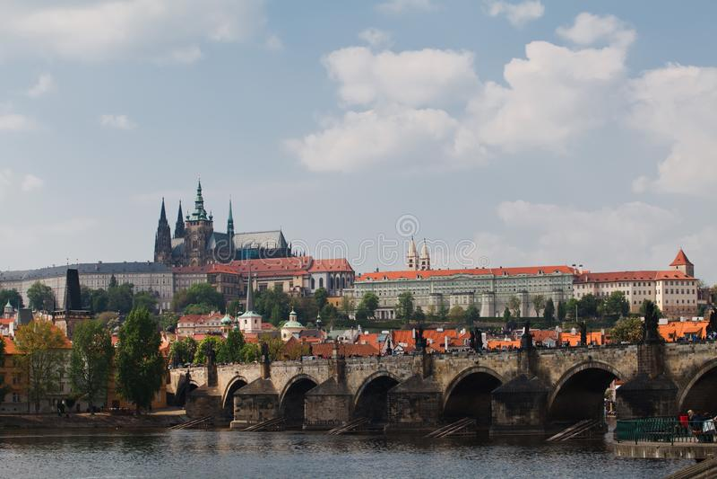 Praag, Tsjechische Republiek, vijfde Mei, 2011: Weergeven op Kasteeldistrict royalty-vrije stock foto