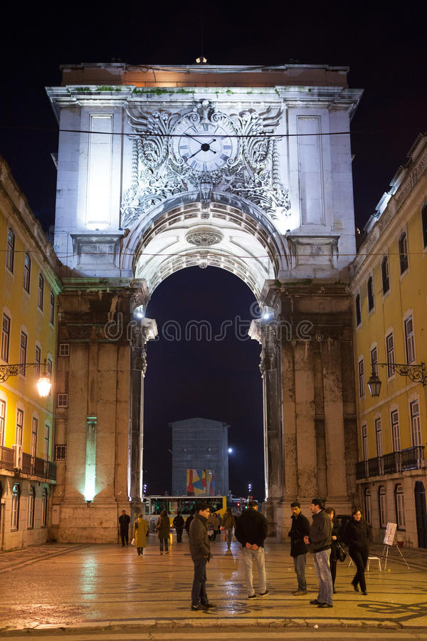 Praca do Comercio πύλη στη νύχτα στοκ εικόνα