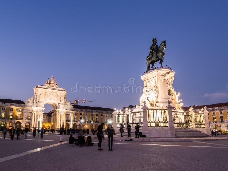 Praca faz Comercio com a estátua da baixa do rei Jose Eu dentro de imagem de stock royalty free