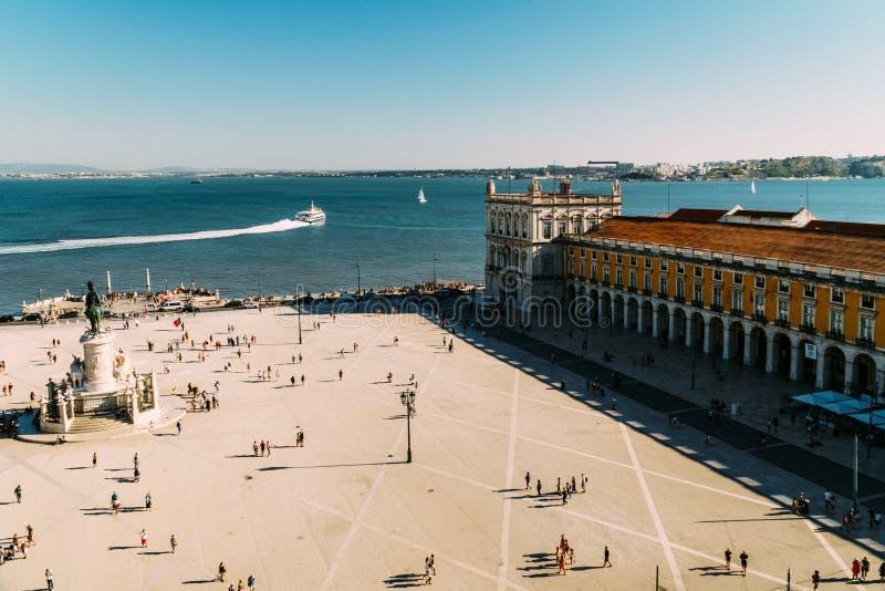 Praca gör Comercio eller kommersfyrkanten i Lissabon arkivbild