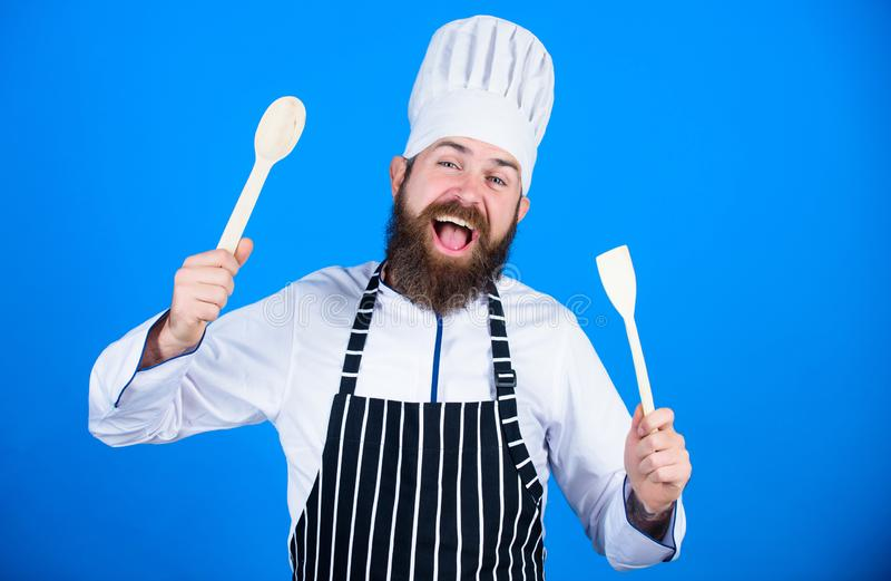 praca mój Brodaty mężczyzny kucharz w kuchni, kulinarnej jarosz Dojrzały szef kuchni z brodą Zdrowy karmowy kucharstwo Dieting i zdjęcia stock