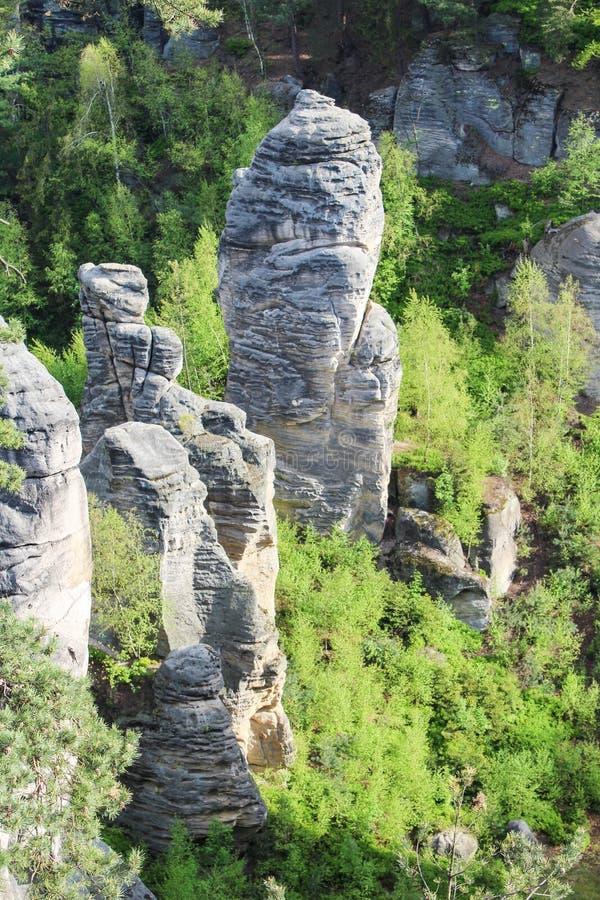 Prachovske山,看看两个岩石临近村庄Prachov Cze 免版税库存照片