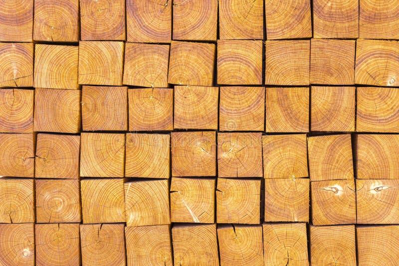 Prachtig gemaakte bruine houten stralen royalty-vrije stock afbeelding