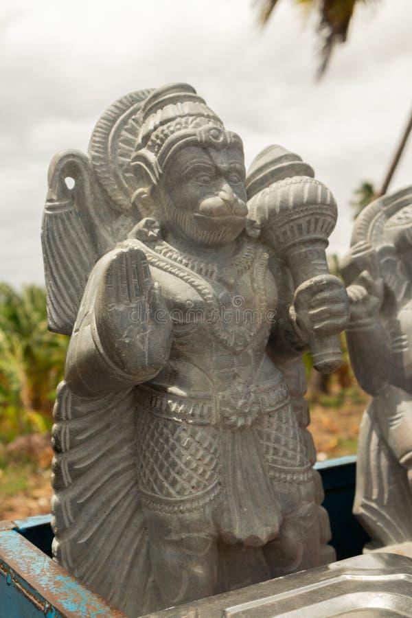 Prachtig gesneden standbeeld van Hindoese god Hanuman of Maruti-rotsbeeldhouwwerk bij hampi voor het verkopen stock afbeelding