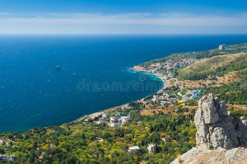 Prachtig Landschap met Blauwe Baai dichtbij Simeiz-stad de Krim royalty-vrije stock afbeelding