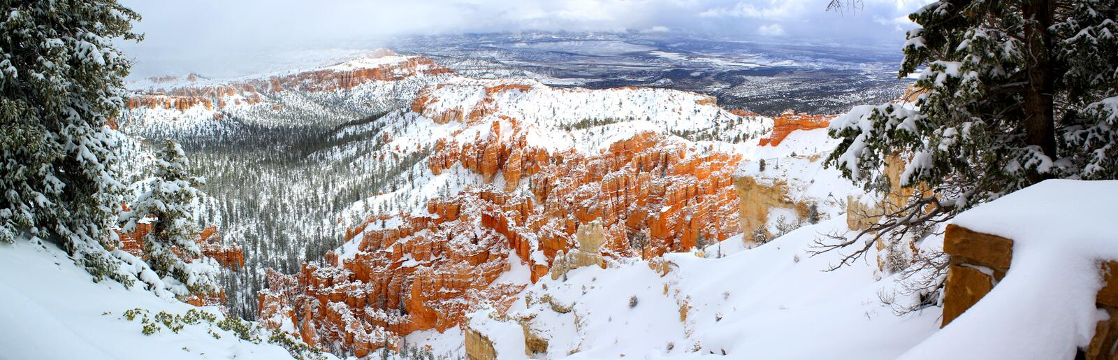 Prachtig Panorama: Buitengewone mening van Bryce Canyon National Park in de Winter/Utah/de V.S. royalty-vrije stock foto