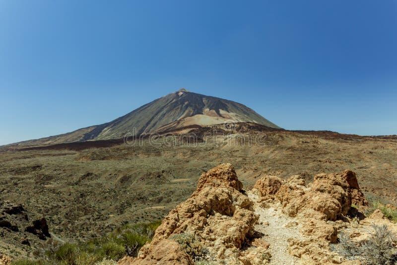 Prachtig panorama van de hoogte bij de rand van de bergketen rond de vulkaan Teide Nationaal Park r stock foto