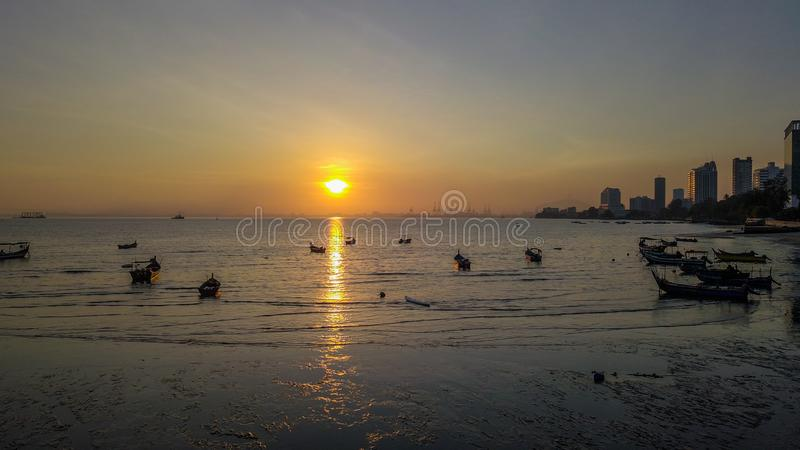 Prachtig satellietbeeld van zonsopgang in penang Maleisië stock foto