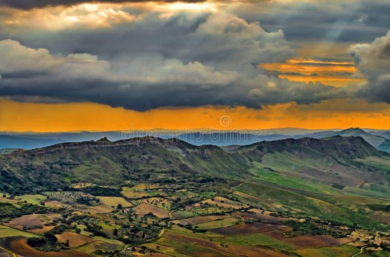 Prachtig Siciliaans Landschap bij Zonsondergang van Enna, Sicilië, Italië, Europa stock afbeeldingen