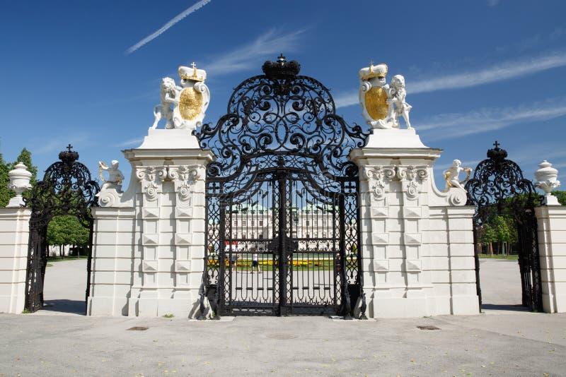 Prachtig vooraanzicht van de hoofdingang van Belvedere paleis in Vie stock afbeeldingen