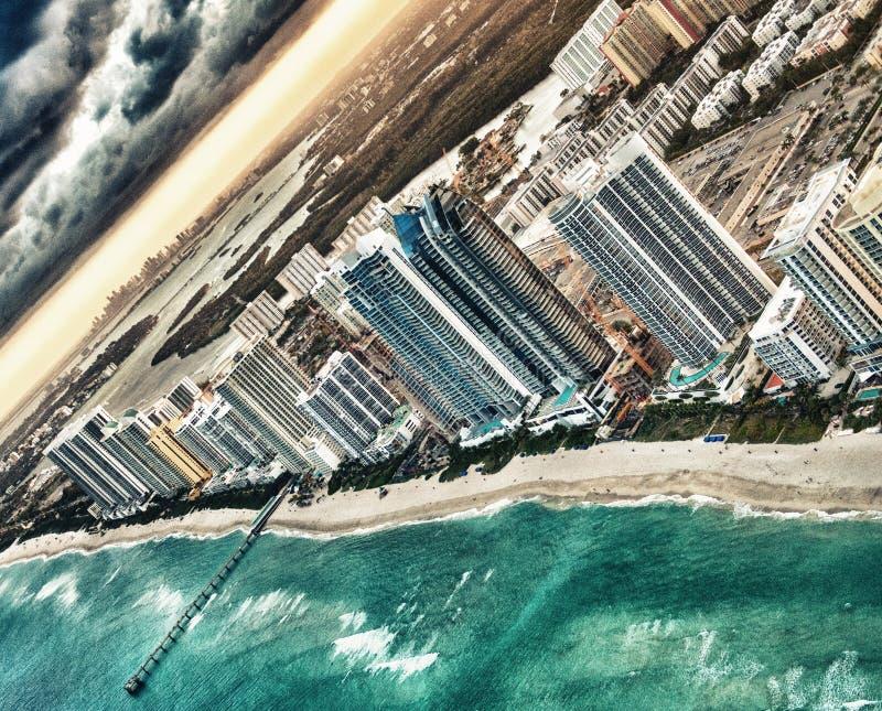 Prachtige horizon van Miami bij zonsondergang, luchtmening royalty-vrije stock foto's