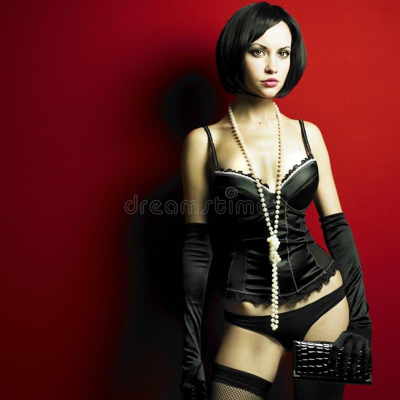 Prachtige jonge vrouw in korset stock foto