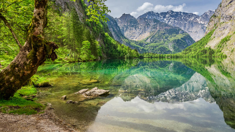 Prachtige mening voor bergmeer in Alpen, Duitsland, Europa stock afbeelding