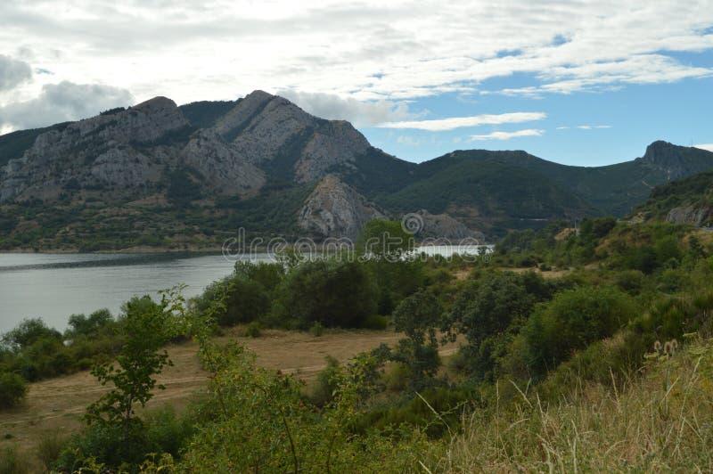 Prachtige Meningen op een Bewolkte Dag van Barrios DE Luna Reservoir 29 juli, 2015 Landschappen, Aard, Reis Barrios DE Luna, Leon stock fotografie