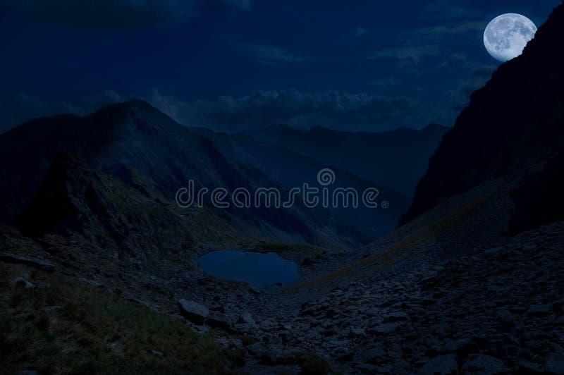 Prachtige nighi in berg royalty-vrije stock foto's