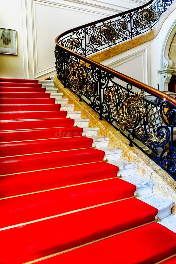 Prachtige trapingang aan het Phillipsruhe-kasteelmuseum in Hanau, Duitsland stock fotografie