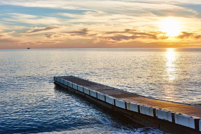 Prachtige zonsondergang in Sotchi van de Zwarte Zee royalty-vrije stock afbeelding