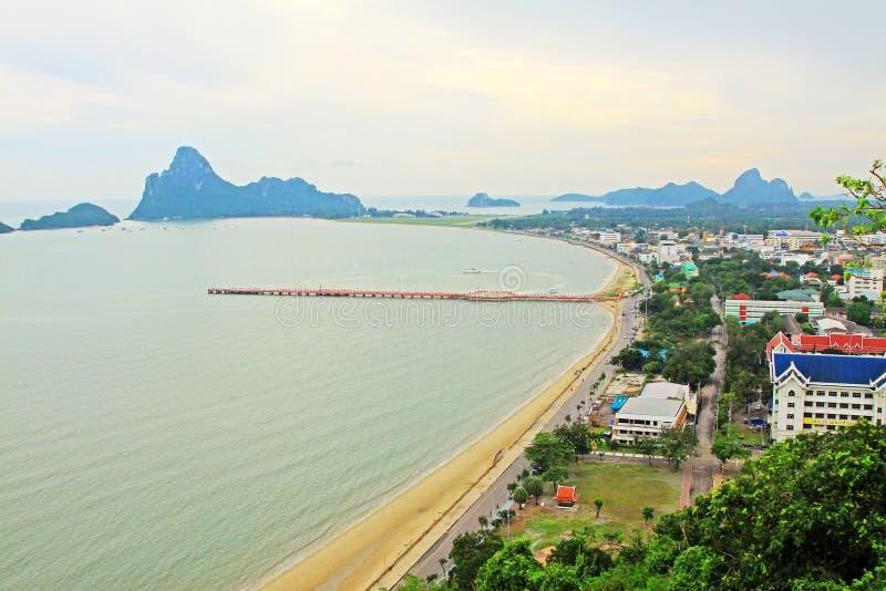 Prachuap Khiri Khan海边和码头,泰国 免版税库存照片