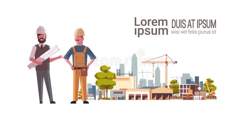 Pracownicy budowlani architekt i budowniczy buduje budynki mieszkalnych zespalają się nad miasto budowy basztowymi żurawiami ilustracja wektor