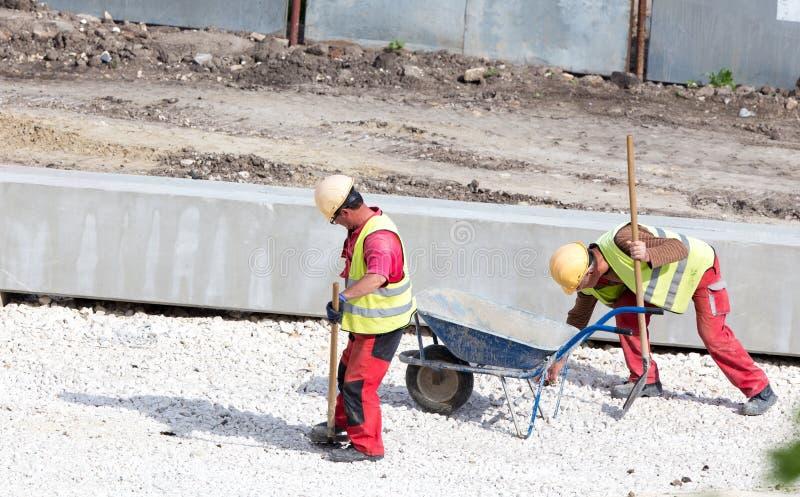 Pracownicy Budowlani Przy placem budowy fotografia stock