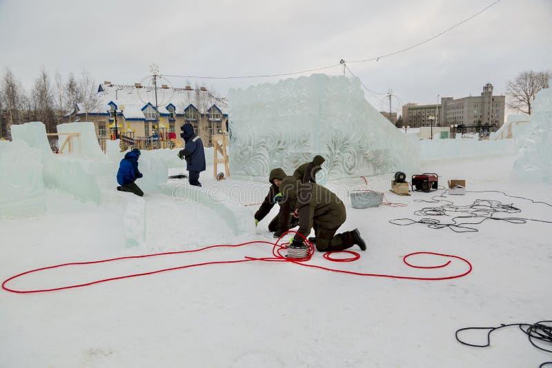 Pracownicy gromadzić władza kabel dla zaświecać zdjęcie stock