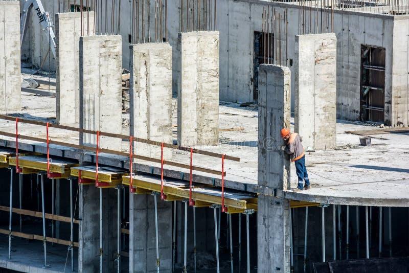 Pracownicy przy budową nowy budynek obraz royalty free