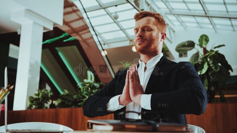Pracowników utrzymań spokój, Medytować i praktyki joga, obraz royalty free