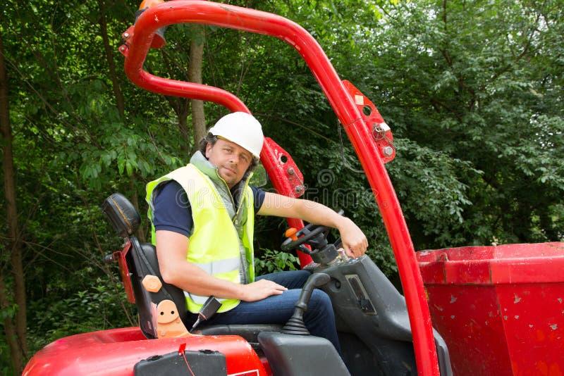 Pracownik budowlany z forklift ciężarówką zdjęcie royalty free