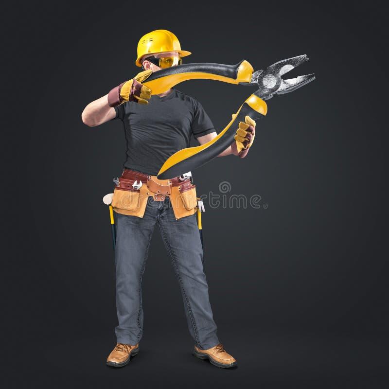 Pracownik budowlany z narzędzie cążkami i paskiem obraz royalty free