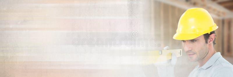Pracownik Budowlany z spirytusowym poziomem przed budową z przemiana skutkiem zdjęcie stock