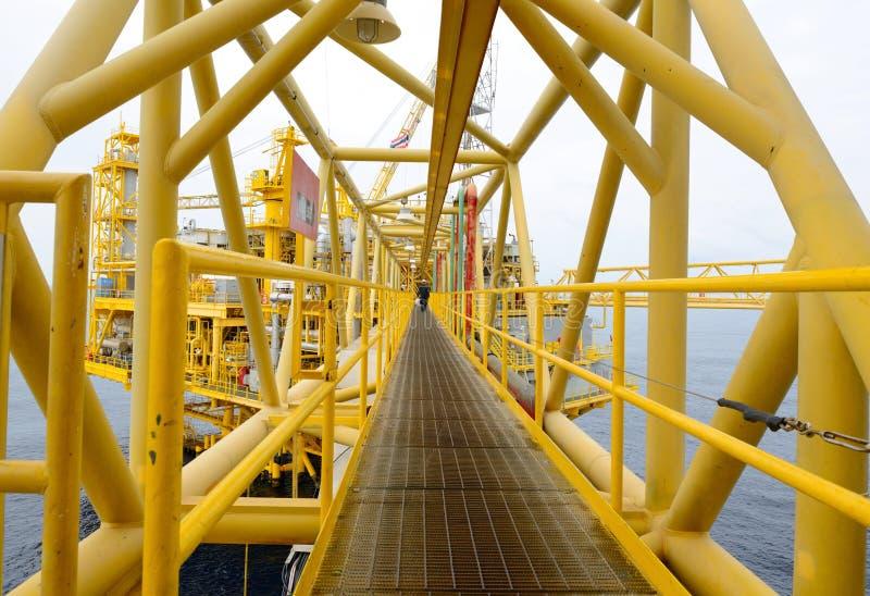 Na morzu wieża wiertnicza. zdjęcie stock