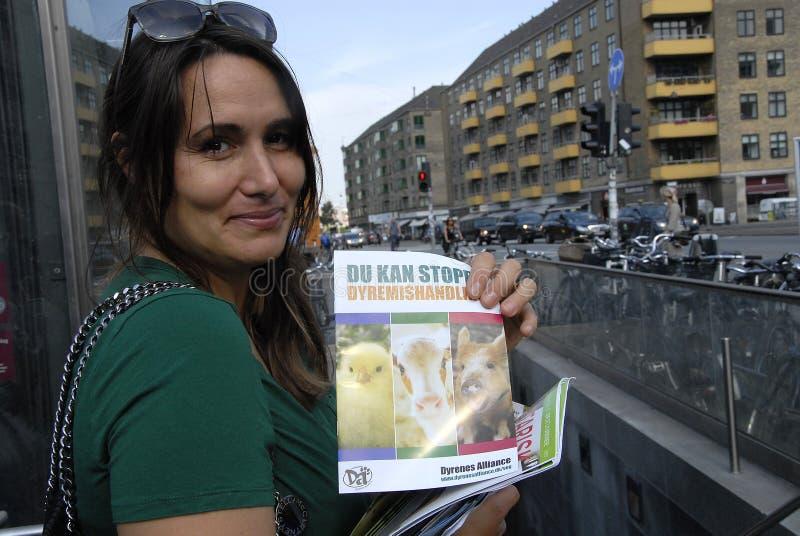 Download Pracownik Od Zwierzęcego Allance Zdjęcie Editorial - Obraz złożonej z podróż, kobiety: 57661201