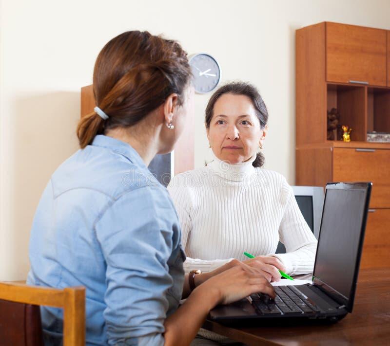Pracownik opieki społecznej kobiety zdjęcie stock