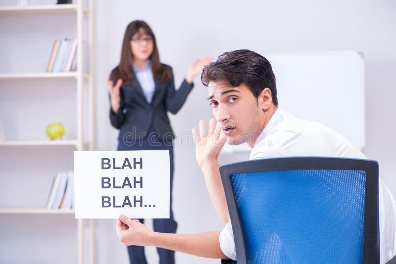Pracownik zanudzający przy biznesową prezentacją zdjęcia royalty free