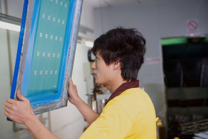 Pracownika czeka forma dla silkscreen druku obrazy royalty free