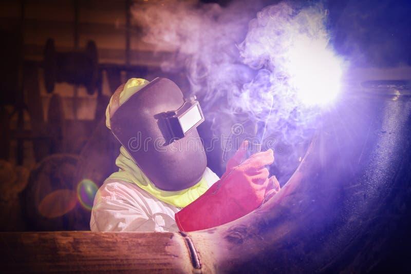 pracownika spaw w fabryce zdjęcie stock