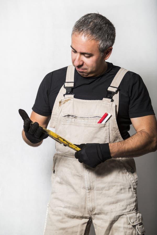 Pracownika specjalisty hydraulik, inżynier lub konstruktor na białym tle, obraz stock