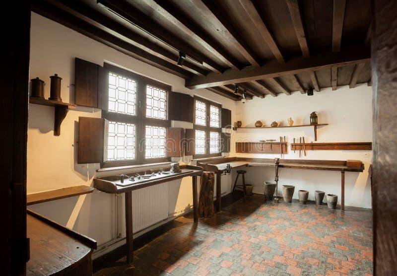 Pracujący miejsce wśrodku dziejowego domu drukowy muzeum Plantin-Moretus, UNESCO światowego dziedzictwa miejsce zdjęcia stock