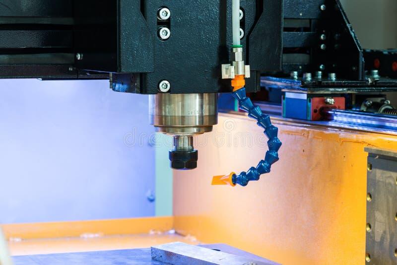 Pracujący teren nowożytna CNC mielenia maszyna przemysłowe abstrakcyjne tło obraz royalty free