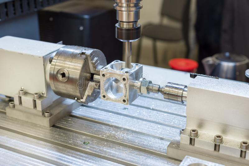 Pracujący teren nowożytna CNC mielenia maszyna przemysłowe abstrakcyjne tło obrazy stock