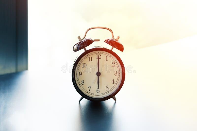Pracy życia równowagi pojęcie, budzik z kopii przestrzenią zdjęcie royalty free