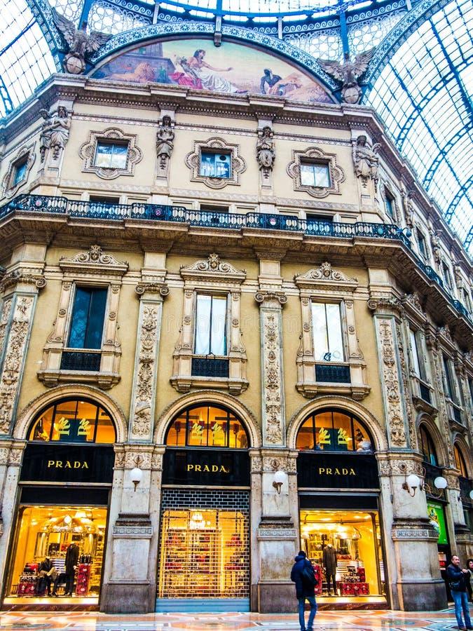 Prada armazena em Vittorio Emanuele Galleries, Milão imagem de stock royalty free