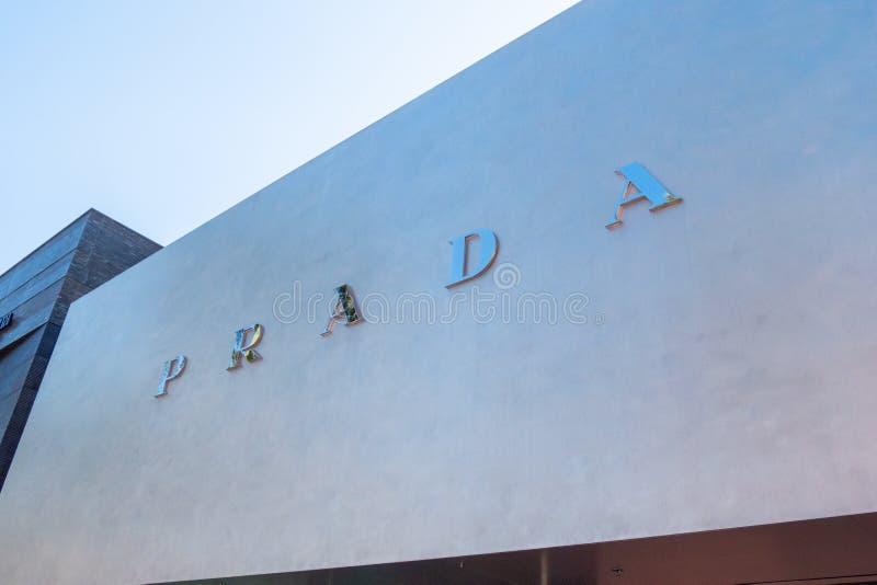 Prada lager på Rodeo Drive i Beverly Hills - KALIFORNIEN, USA - MARS 18, 2019 royaltyfria bilder