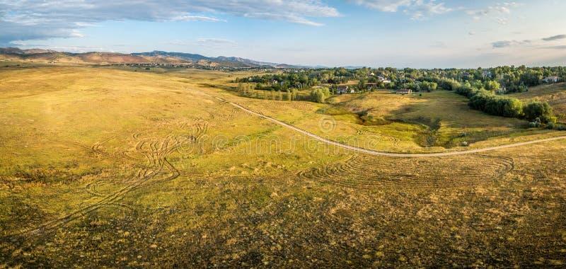 Pradera en las colinas de Colorado - panorama aéreo imagen de archivo